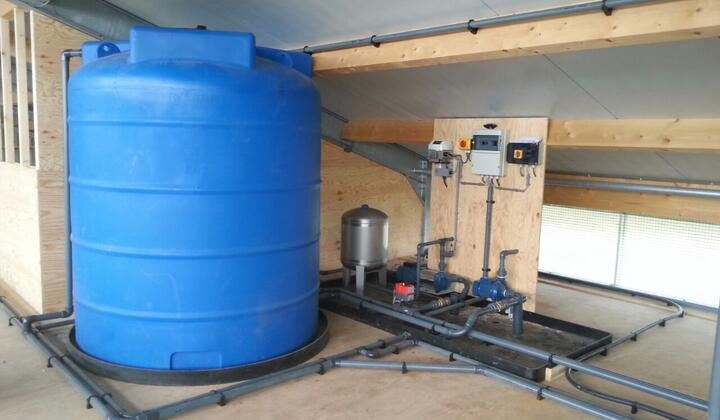 Watertank met hydrofoor en frequentiebesturing
